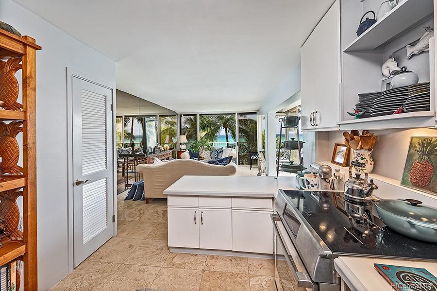 Oceanside Manor condo # 602, Honolulu, Hawaii - photo 5 of 25