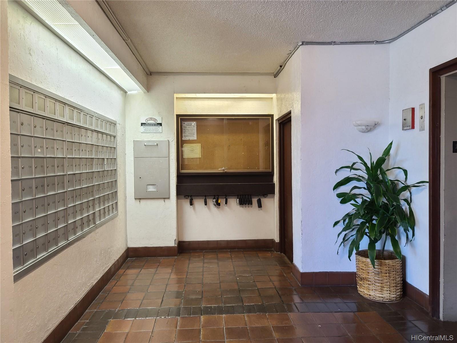 320 Liliuokalani Ave Honolulu - Rental - photo 17 of 25