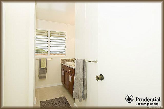 3451  Ala Hapuu St Salt Lake, Honolulu home - photo 12 of 15