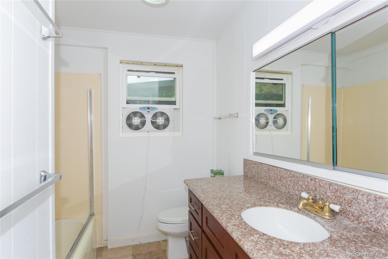 363  Halemaumau Place Niu Valley, Diamond Head home - photo 13 of 20