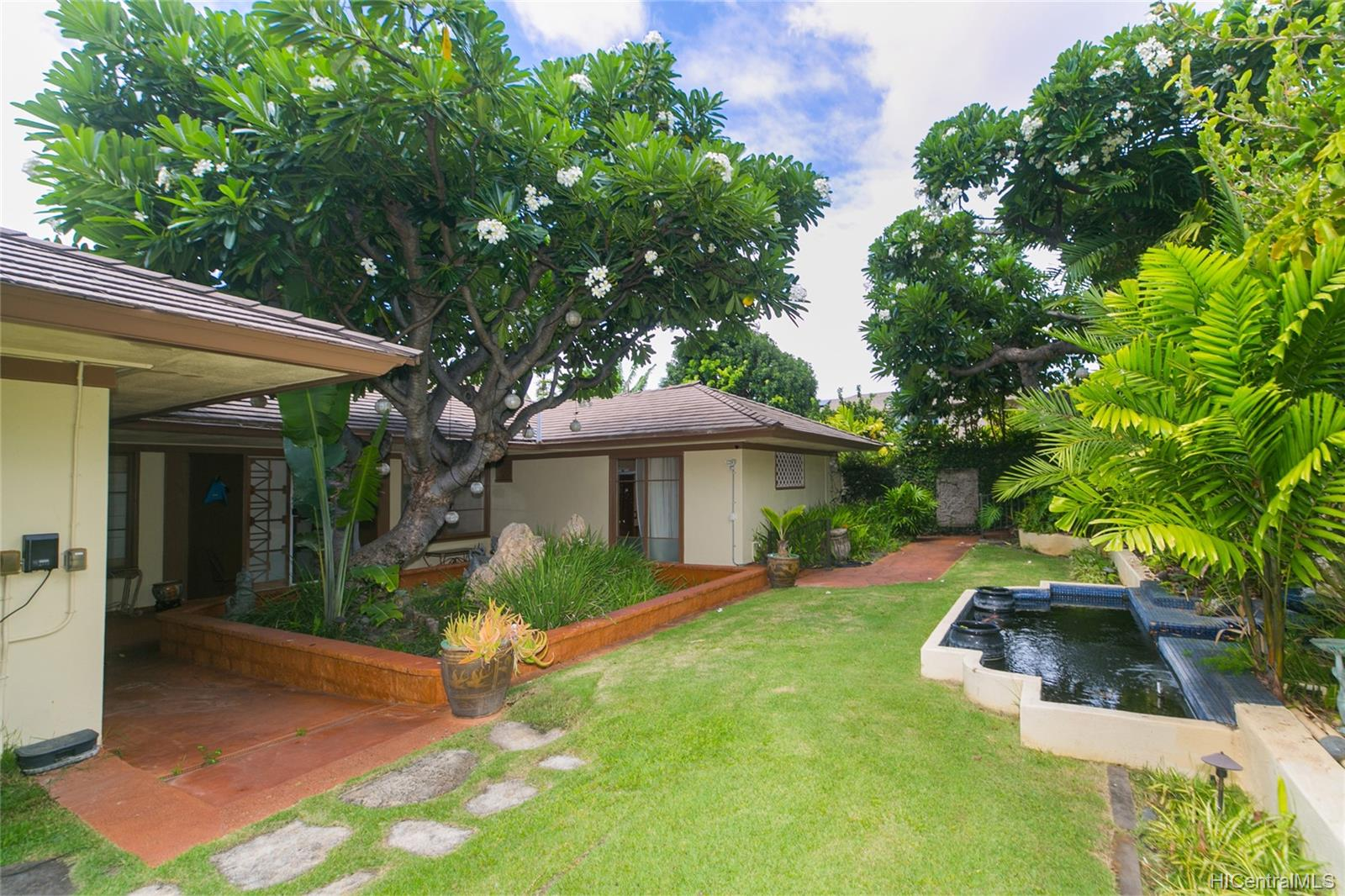 3869  Owena Street Kapahulu, Diamond Head home - photo 3 of 25
