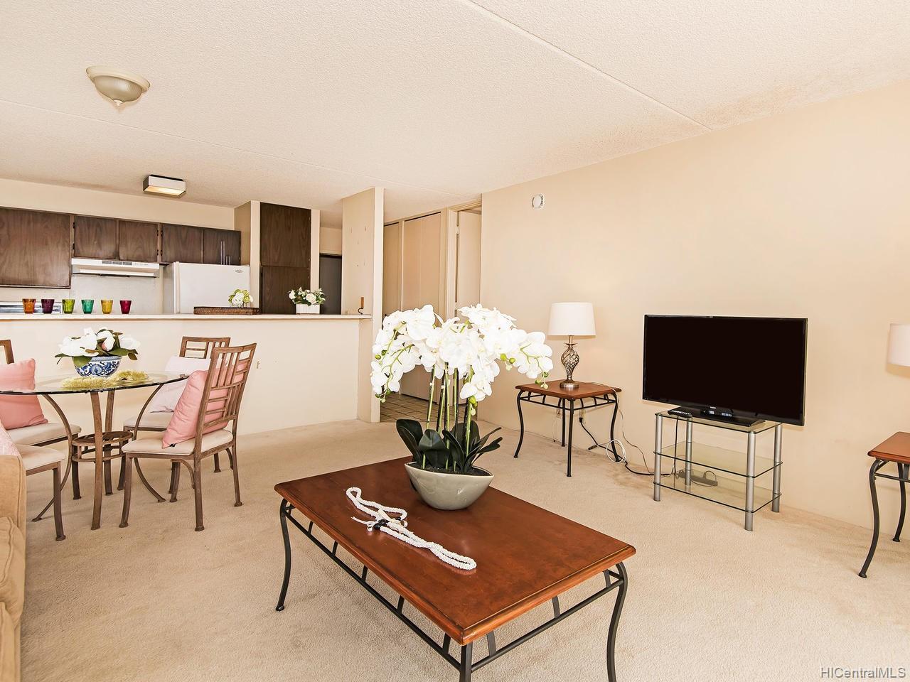 Villa On Eaton Square condo # 2801, Honolulu, Hawaii - photo 3 of 24