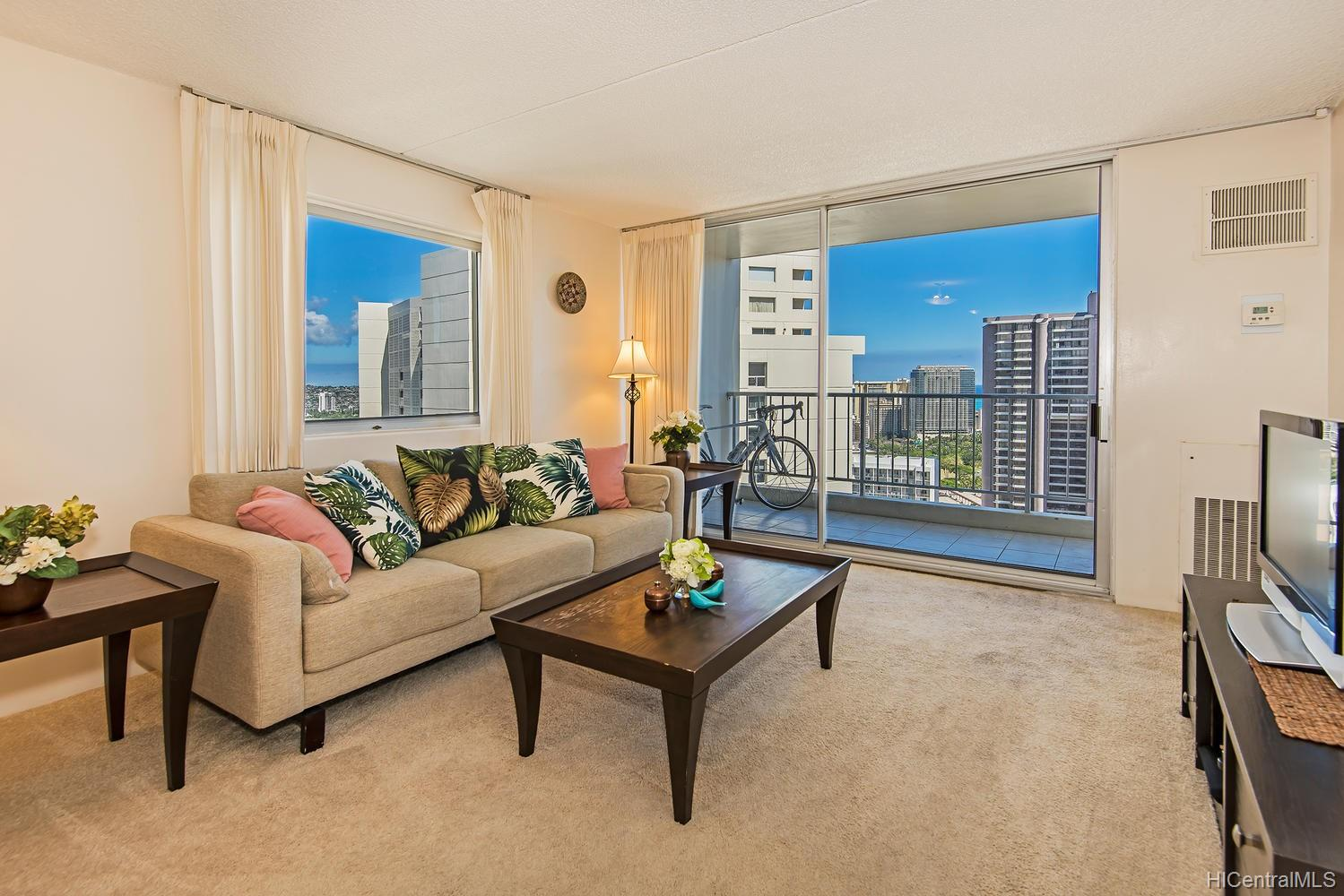 Villa On Eaton Square condo # 3515, Honolulu, Hawaii - photo 5 of 21