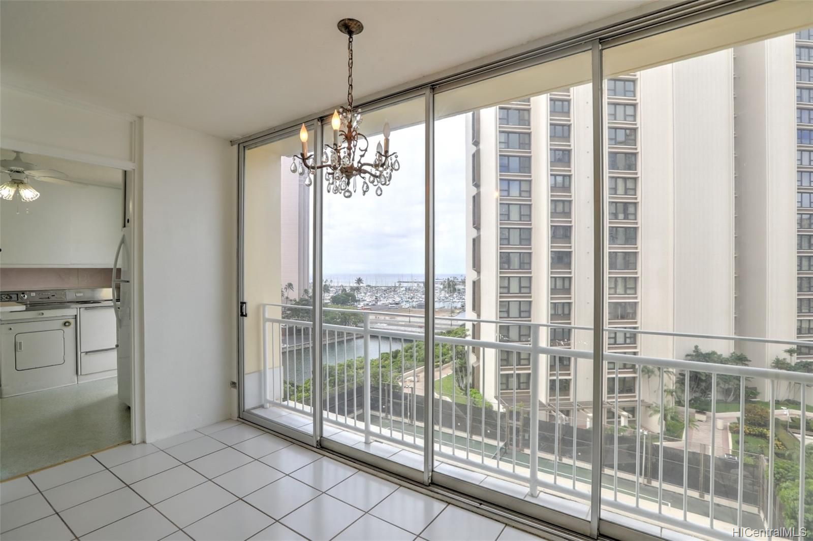 Atkinson Towers Inc condo # 1005, Honolulu, Hawaii - photo 1 of 10