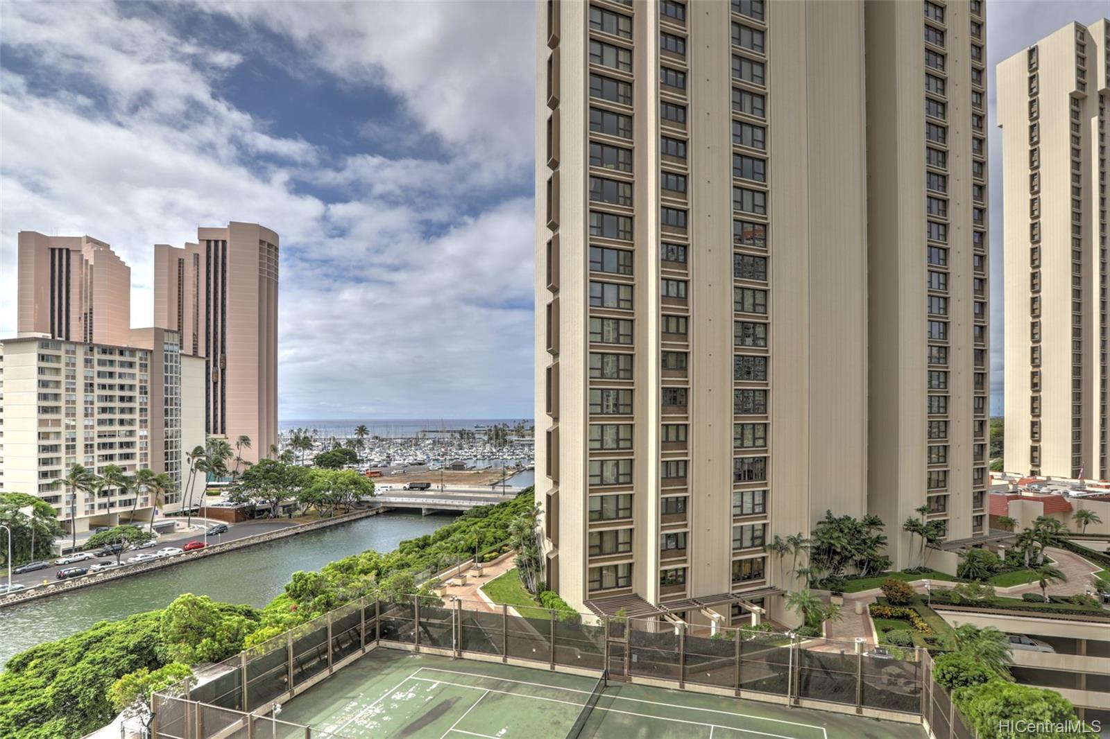 Atkinson Towers Inc condo # 1005, Honolulu, Hawaii - photo 3 of 10