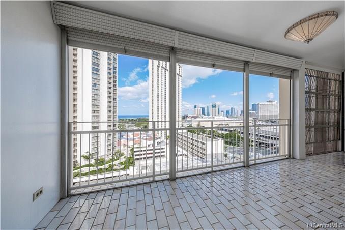 Atkinson Towers Inc condo #1401, Honolulu, Hawaii - photo 1 of 13