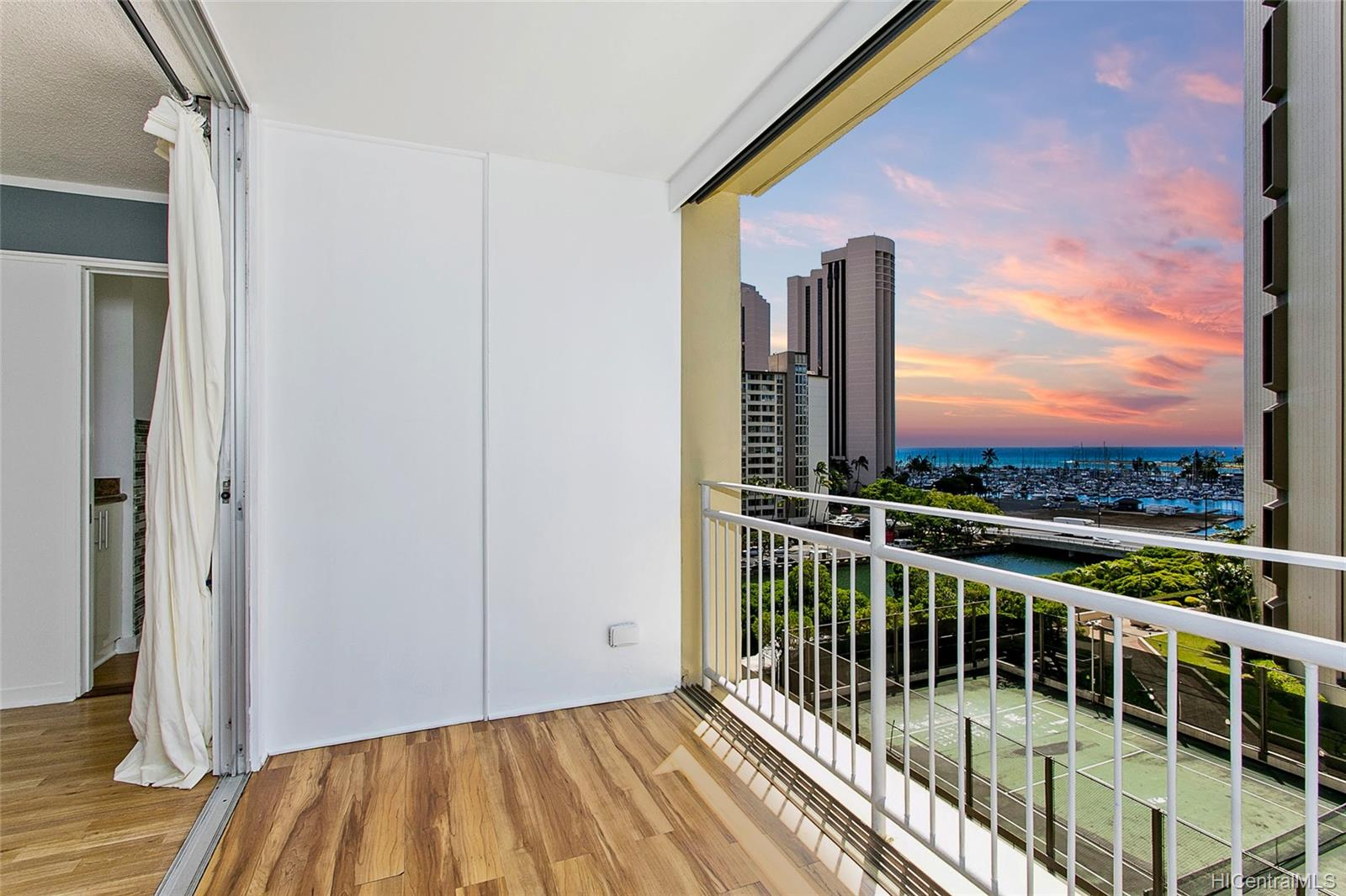 Atkinson Towers Inc condo # 905, Honolulu, Hawaii - photo 1 of 15