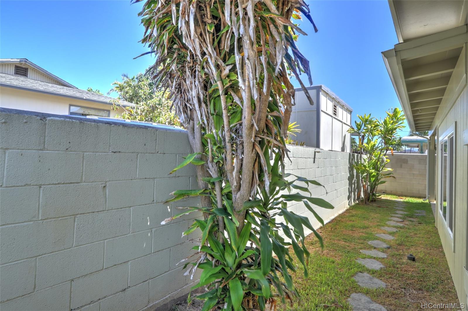 420A  Oneawa Street Coconut Grove, Kailua home - photo 19 of 25