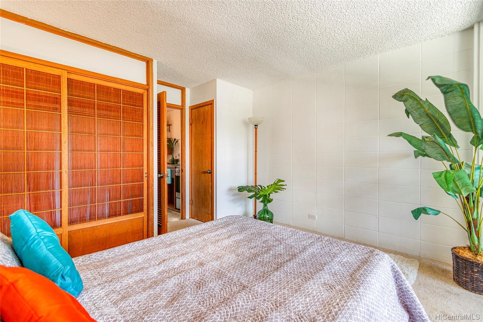 Kalia Inc (B) condo # 802B, Honolulu, Hawaii - photo 11 of 25