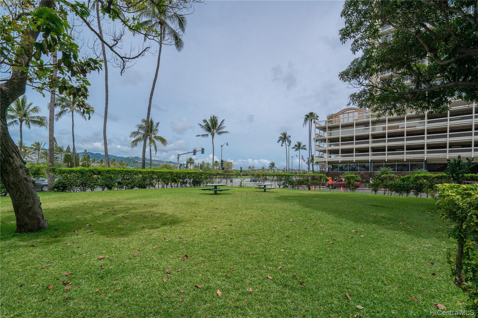 Seaside Suites condo # 903, Honolulu, Hawaii - photo 12 of 16