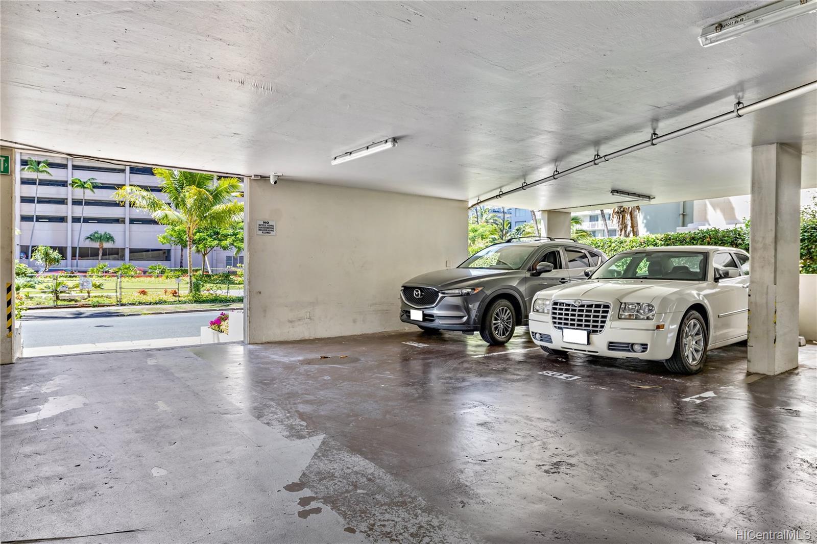 Seaside Suites condo # 903, Honolulu, Hawaii - photo 16 of 16