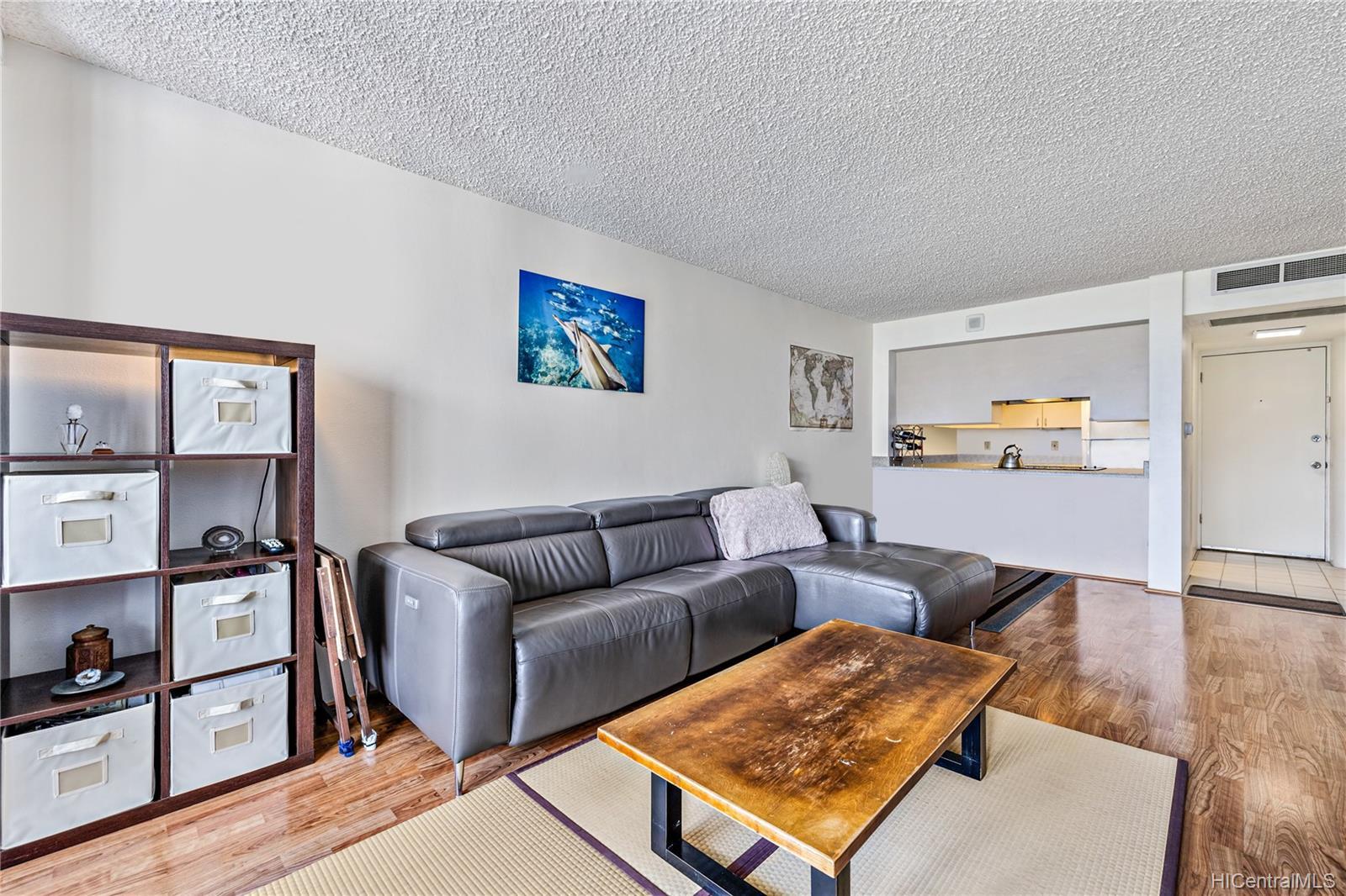Seaside Suites condo # 903, Honolulu, Hawaii - photo 3 of 16