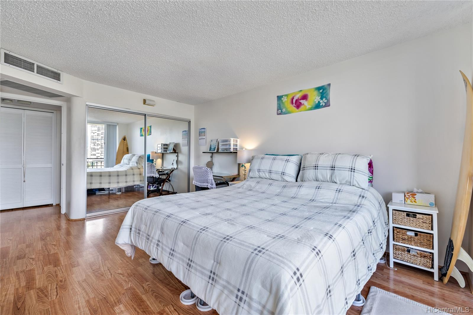 Seaside Suites condo # 903, Honolulu, Hawaii - photo 7 of 16