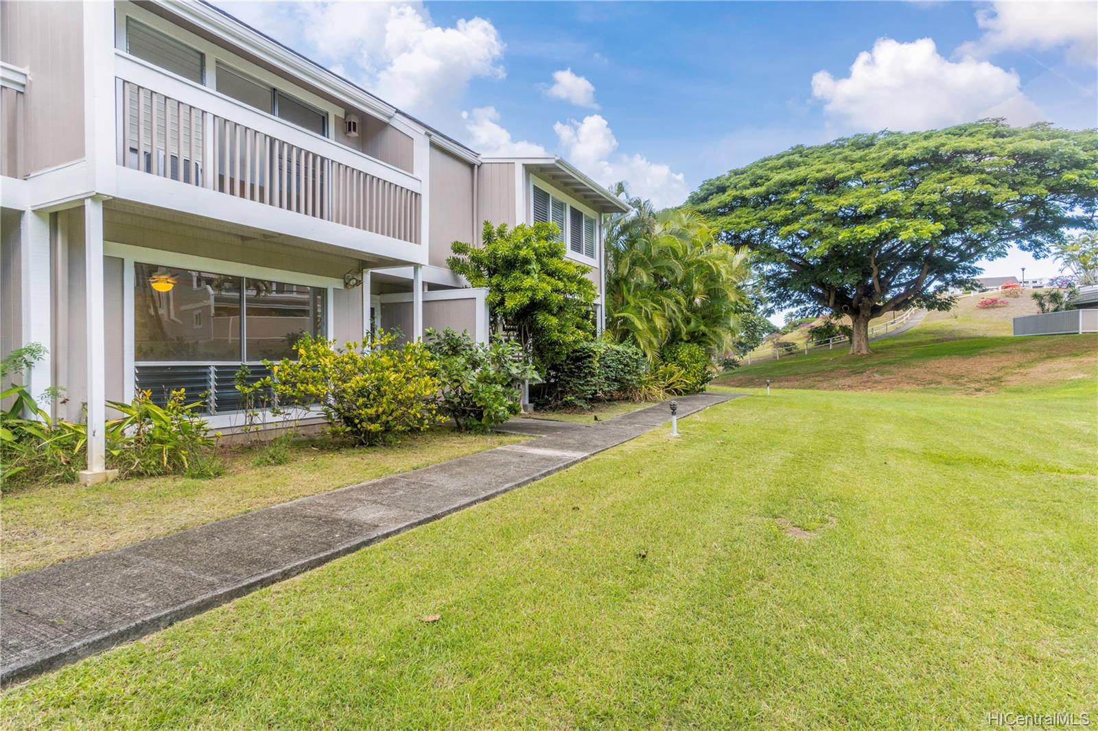 Yacht Club Terrace condo # 903, Kaneohe, Hawaii - photo 1 of 25
