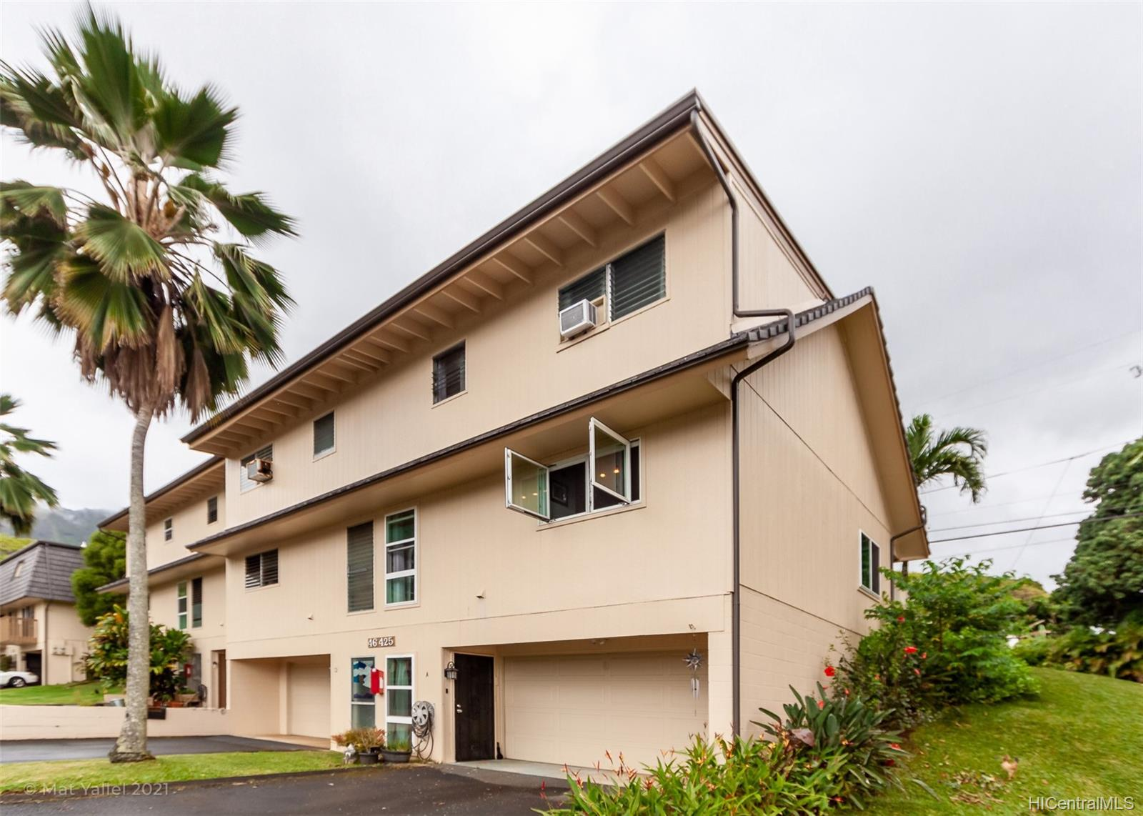 46-425 Kahuhipa Street townhouse # A, Kaneohe, Hawaii - photo 1 of 25