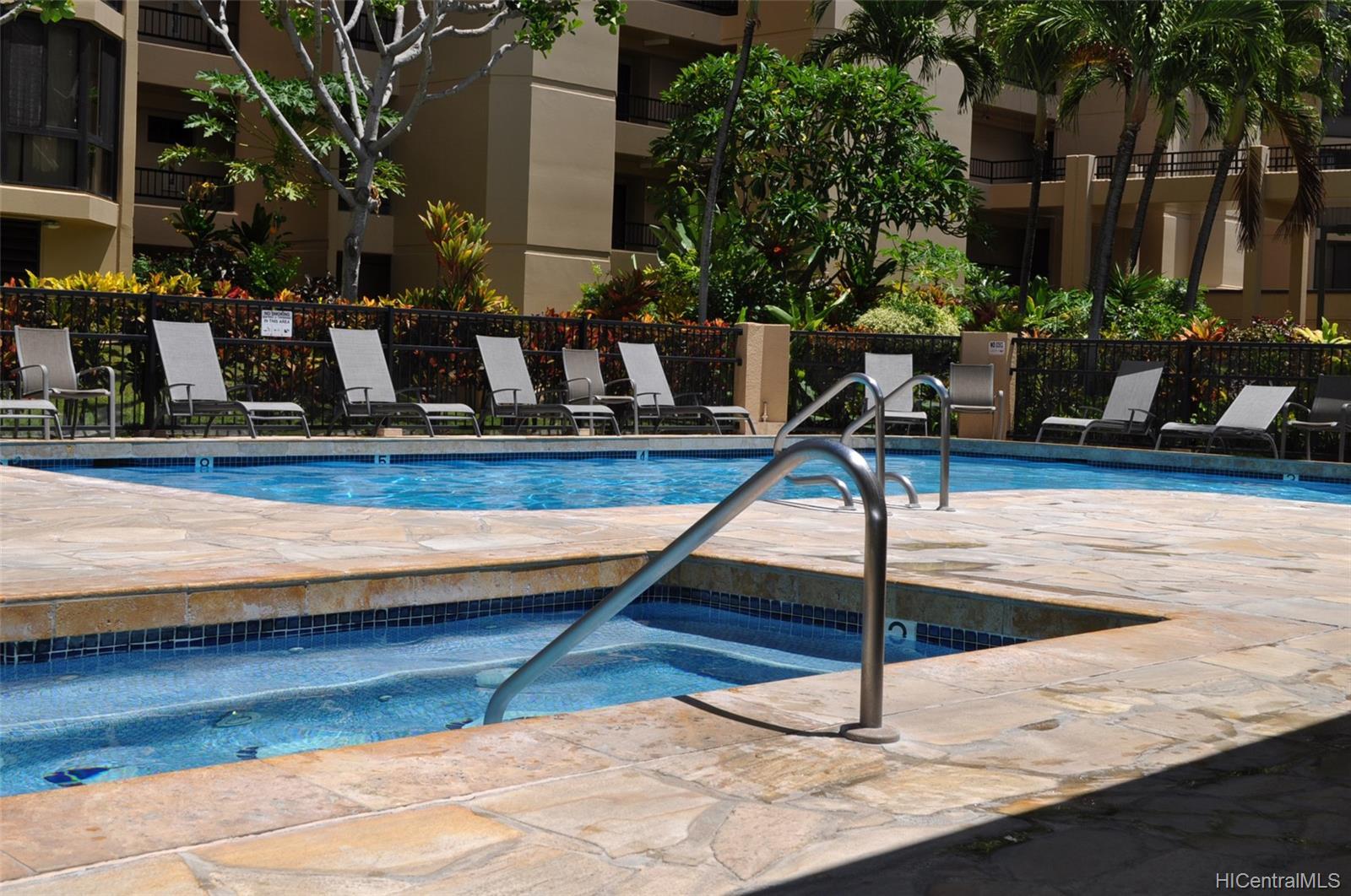 Country Club Plaza condo # #401E, Honolulu, Hawaii - photo 21 of 25