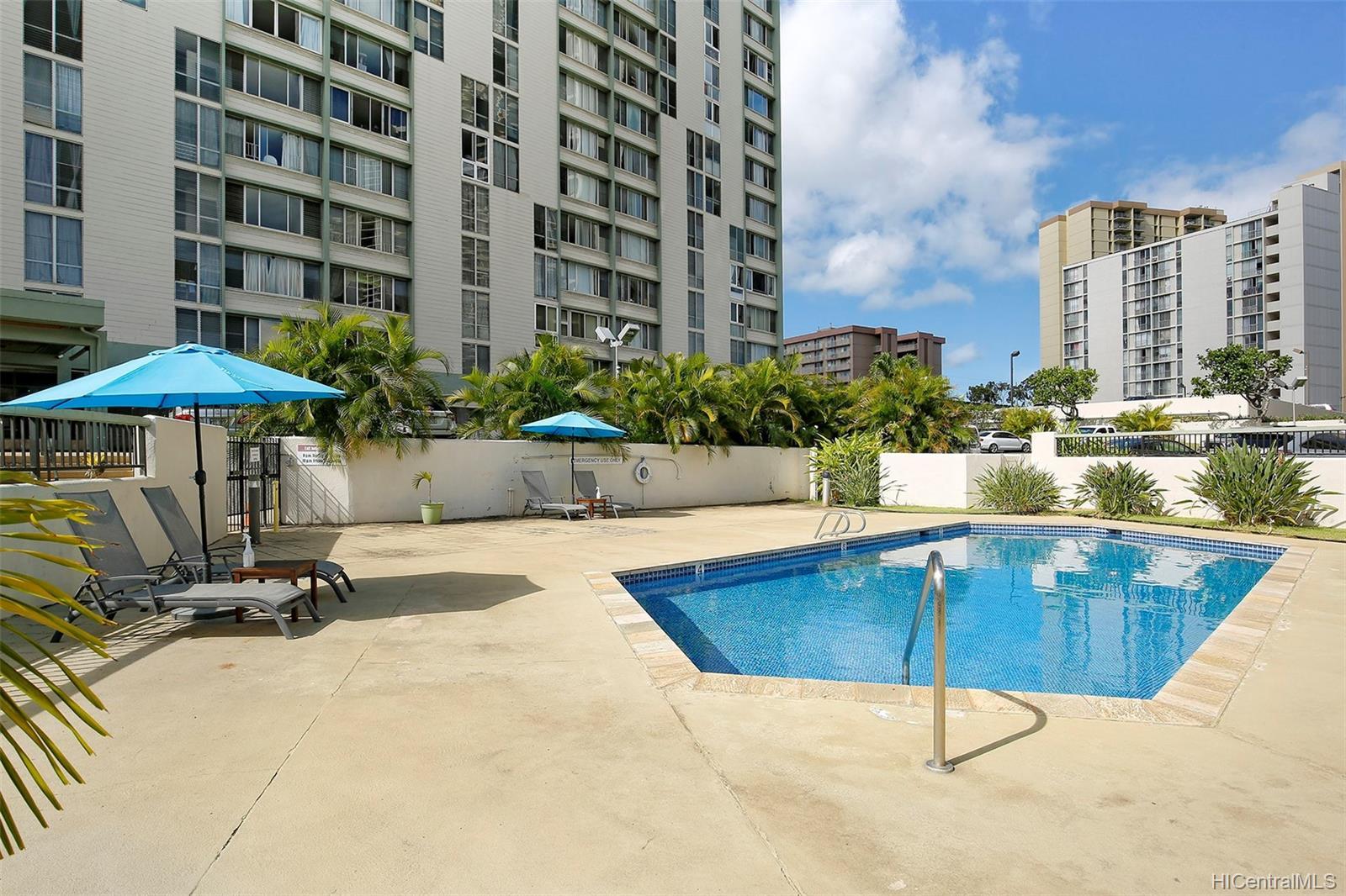 Fairway Gardens condo # 610, Honolulu, Hawaii - photo 11 of 14
