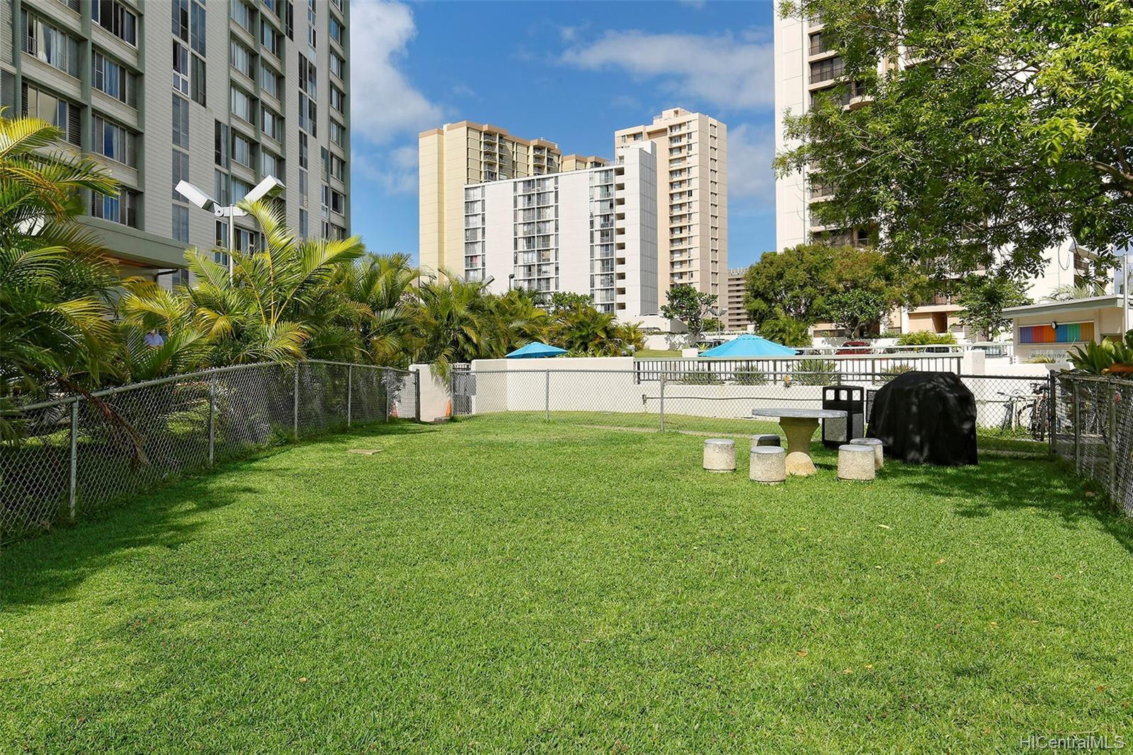 Fairway Gardens condo # 610, Honolulu, Hawaii - photo 13 of 14