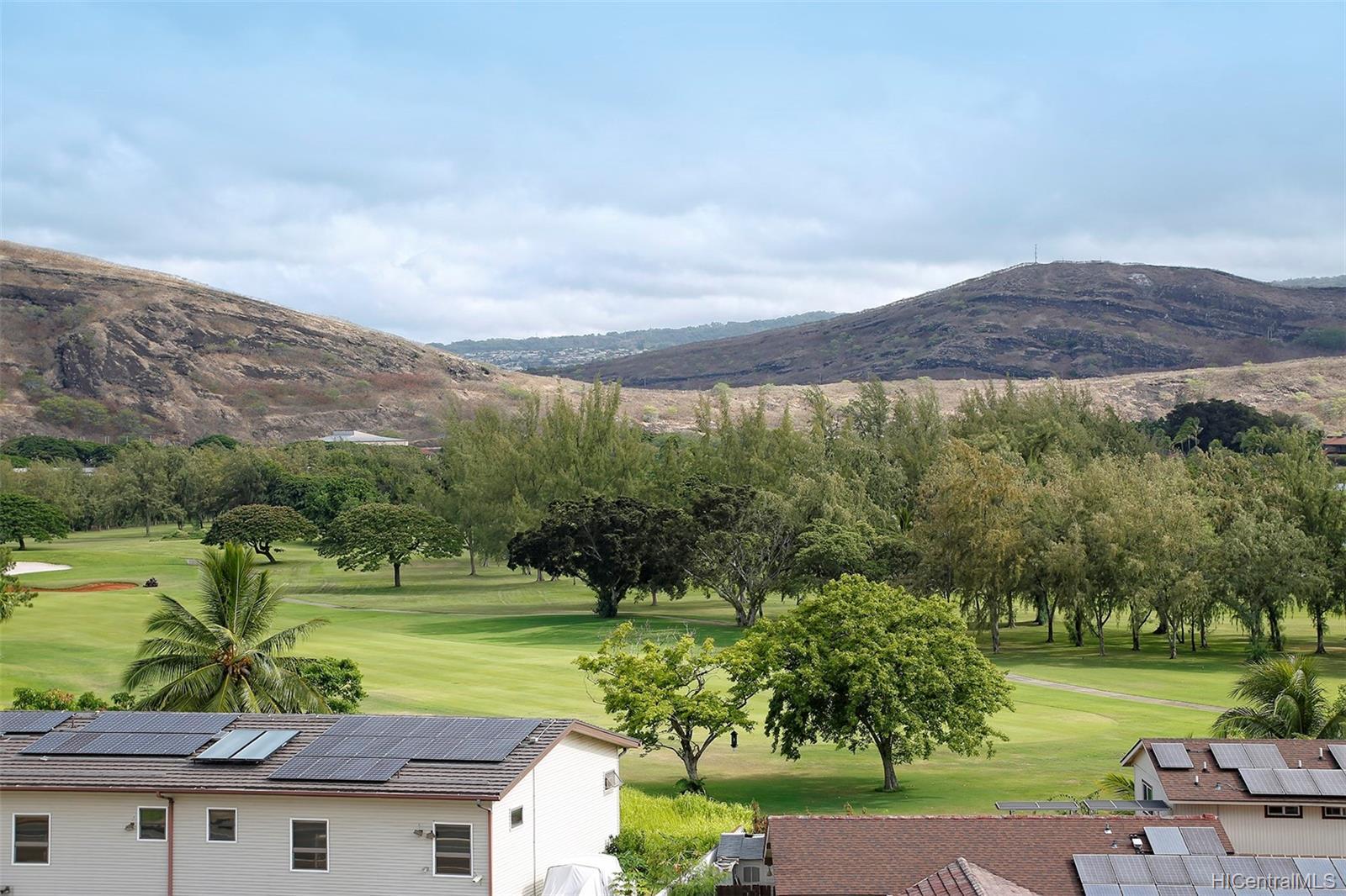 Fairway Gardens condo # 610, Honolulu, Hawaii - photo 4 of 14