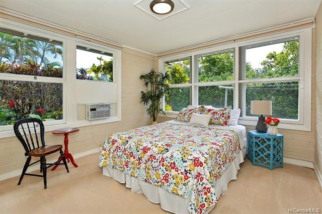 5240  Papai Street Aina Haina Area, Diamond Head home - photo 12 of 19
