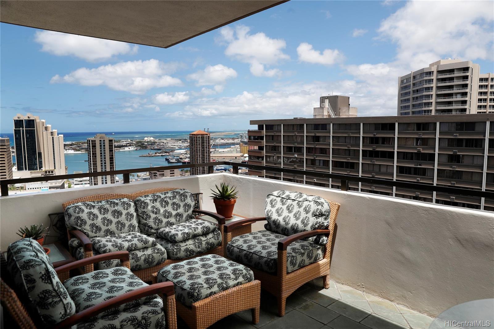 Kukui Plaza condo # D3201, Honolulu, Hawaii - photo 1 of 25