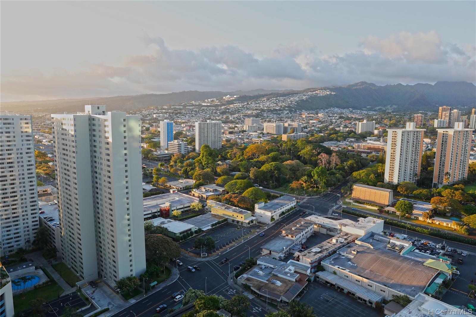Kukui Plaza condo # D3201, Honolulu, Hawaii - photo 23 of 25