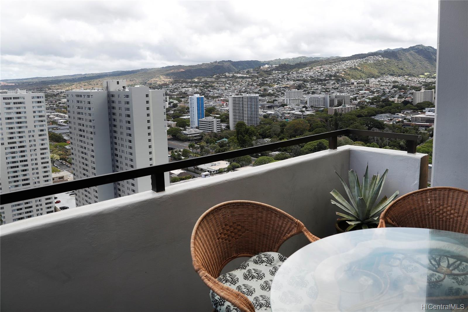 Kukui Plaza condo # D3201, Honolulu, Hawaii - photo 24 of 25