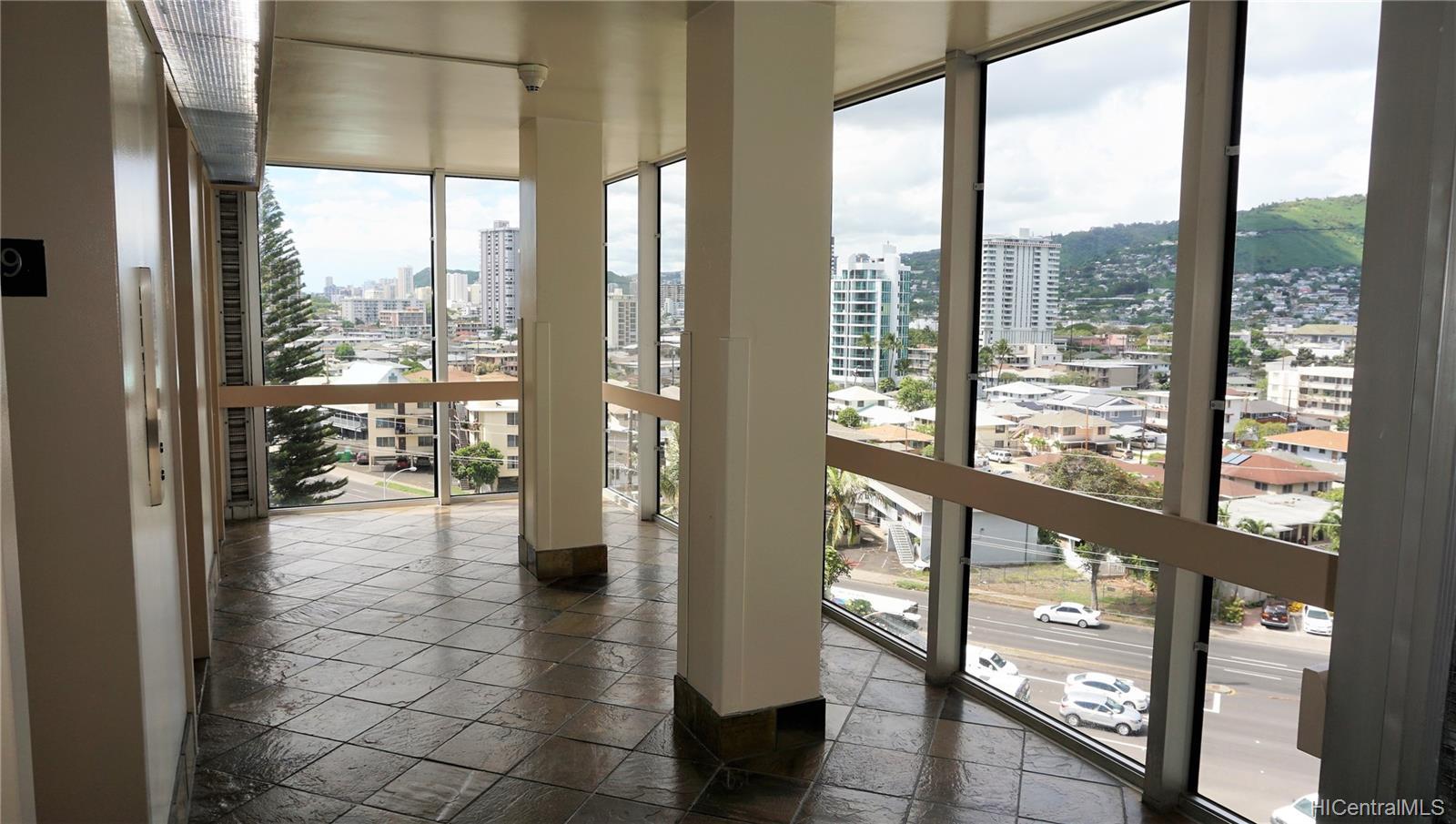 Ala Wai Plaza Skyrise condo # 902, Honolulu, Hawaii - photo 9 of 12