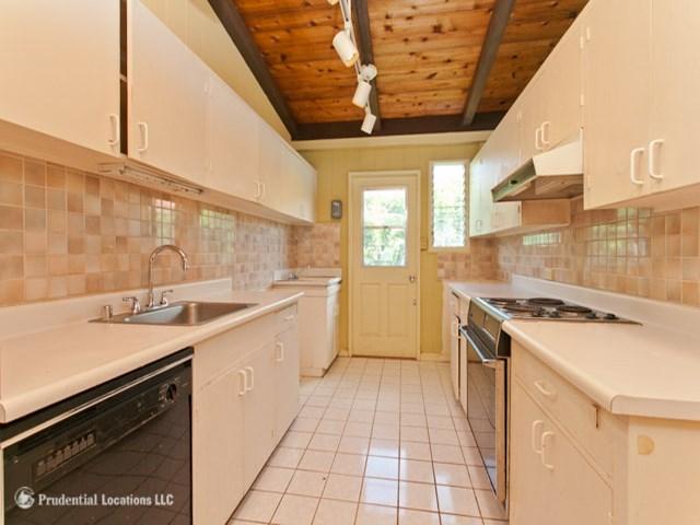 5572  Pia St Niu Valley, Diamond Head home - photo 5 of 10