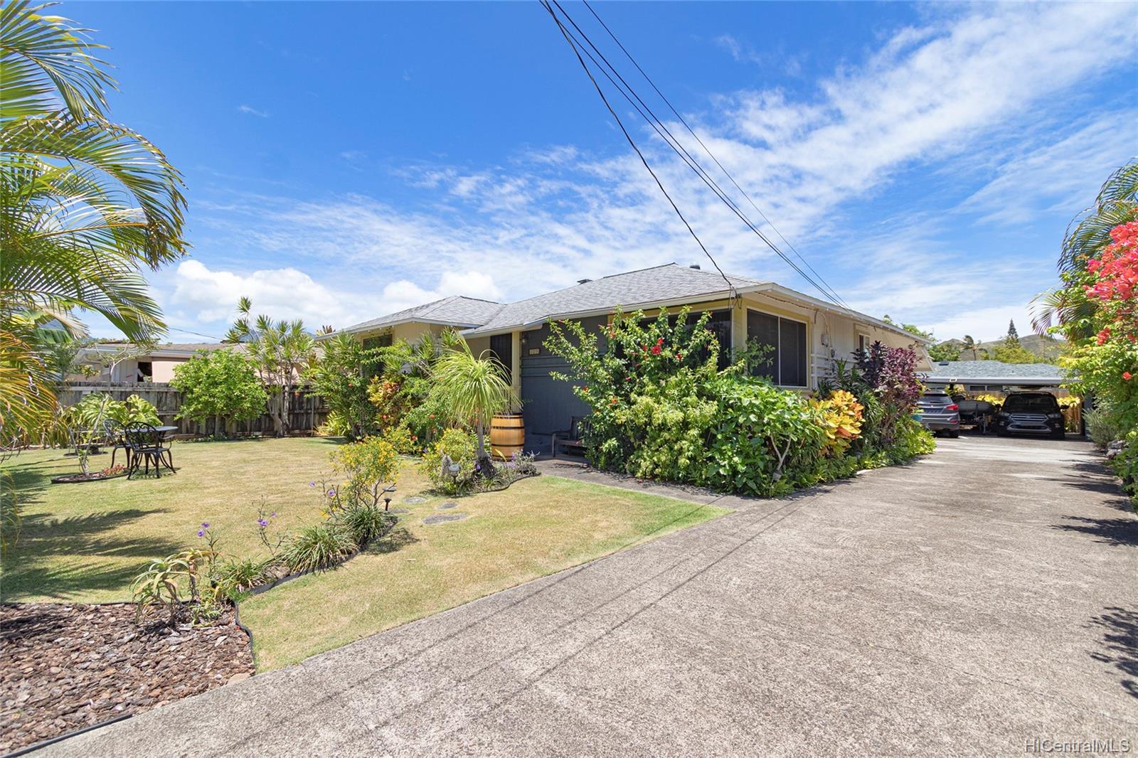 558  Hooulu Street Coconut Grove, Kailua home - photo 1 of 25
