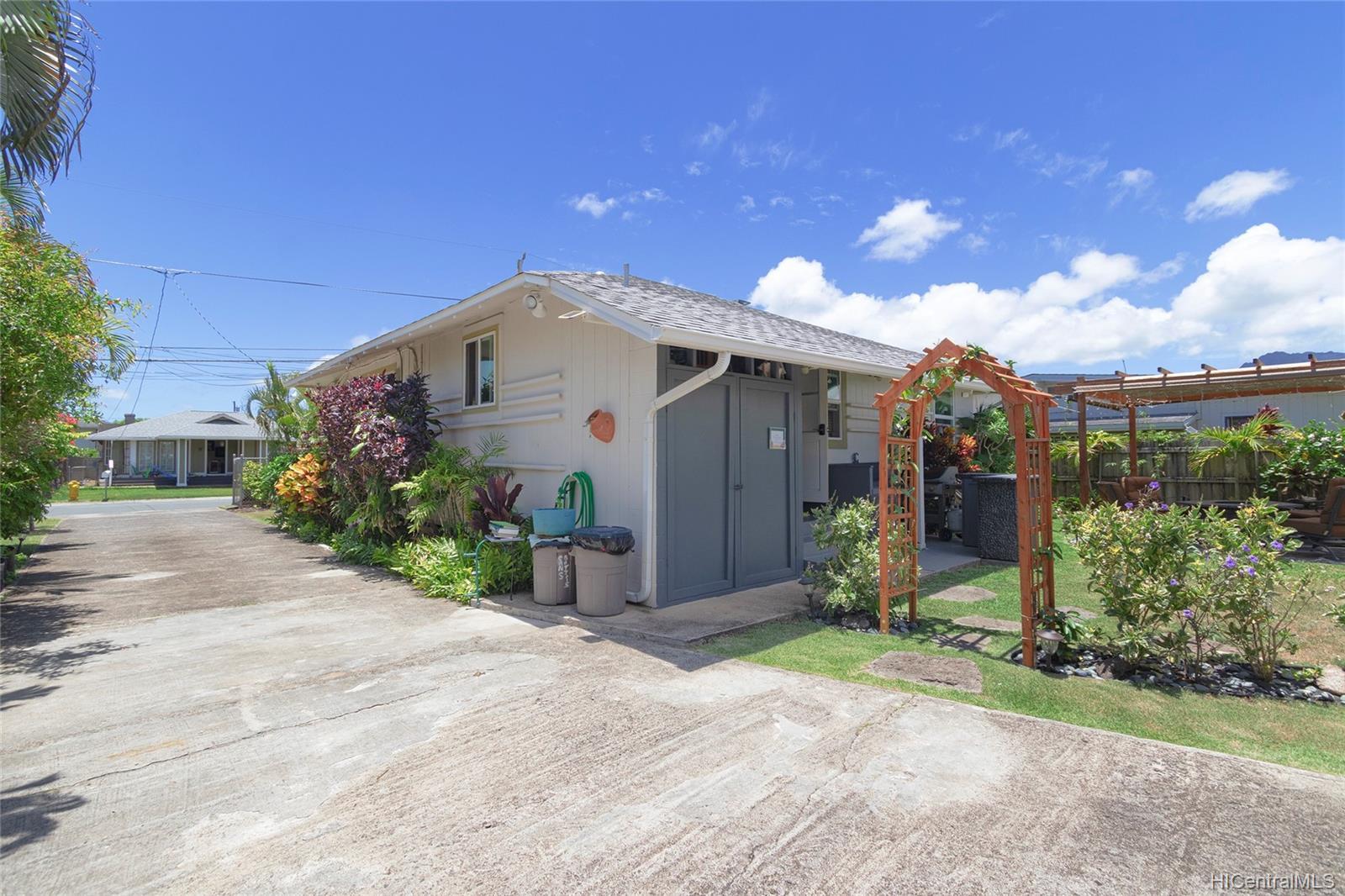 558  Hooulu Street Coconut Grove, Kailua home - photo 16 of 25