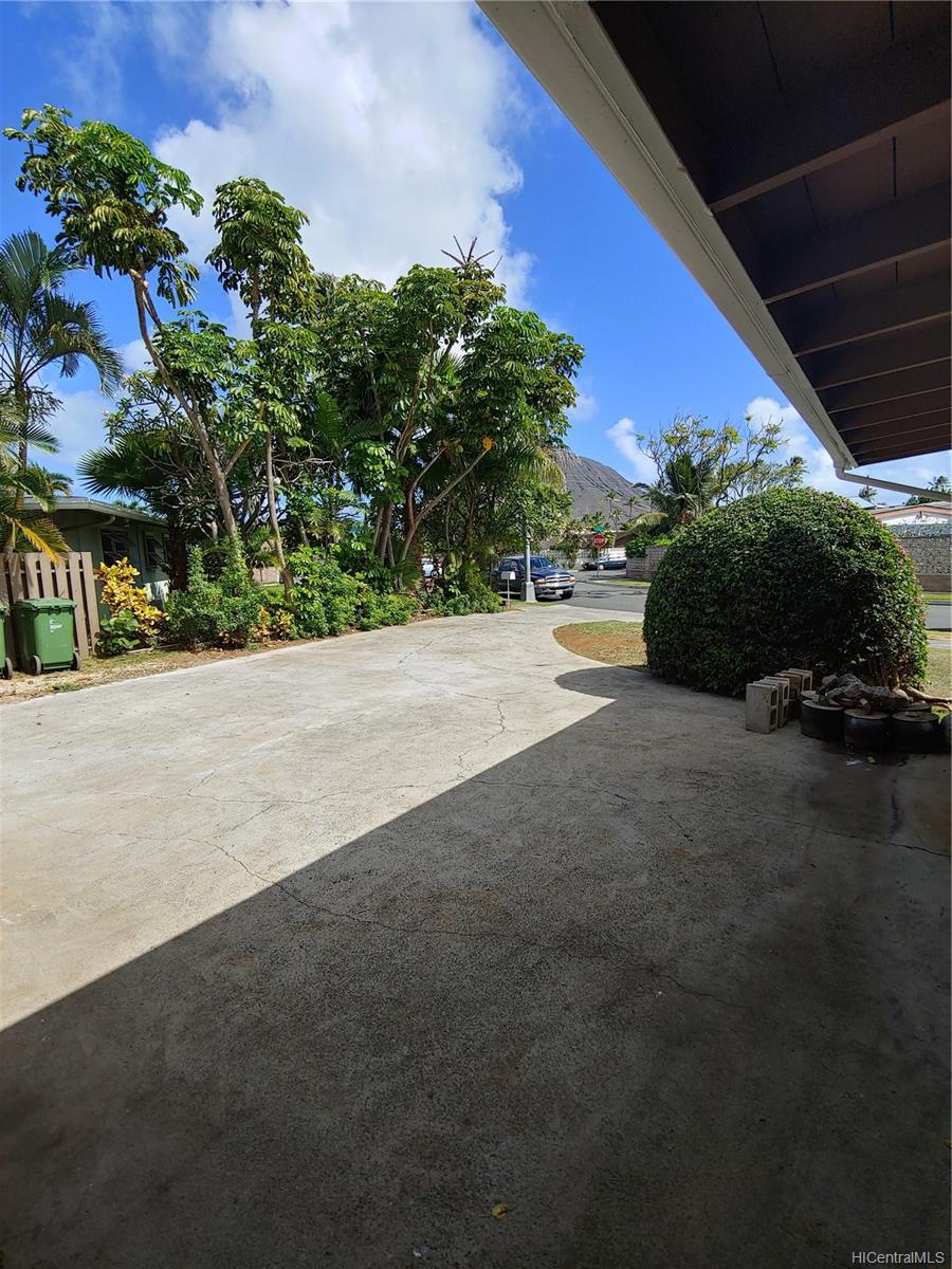 592  Poipu Drive Triangle, Hawaii Kai home - photo 9 of 23