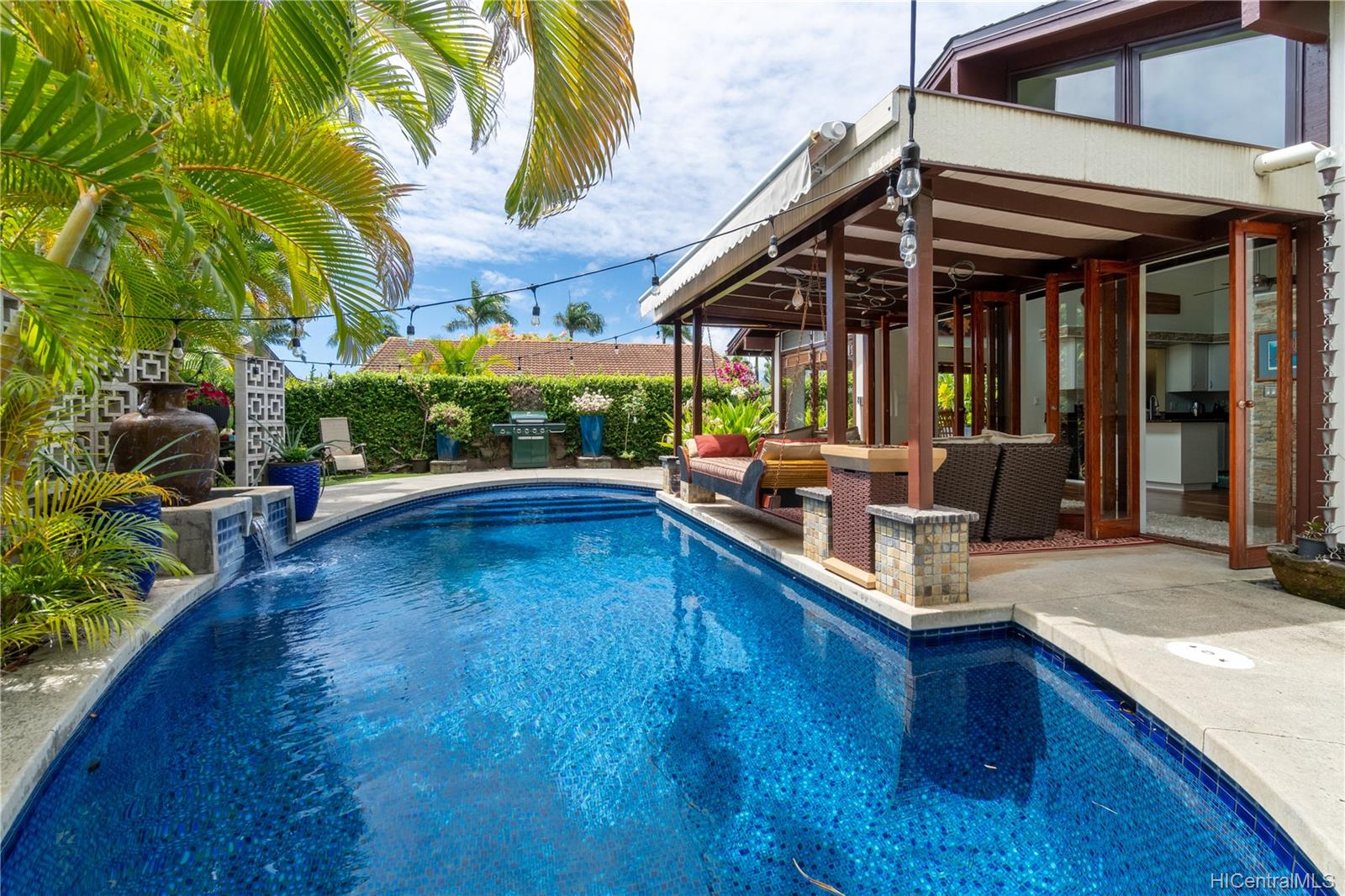 603  Alihi Place Enchanted Lake, Kailua home - photo 2 of 19