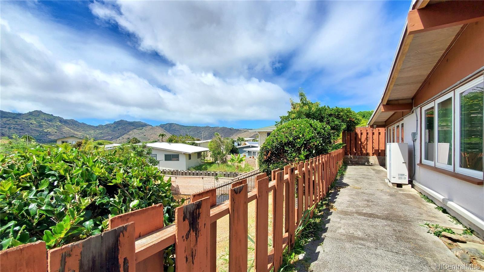 606  Kapaia Street Koko Head Terrace, Hawaii Kai home - photo 10 of 14