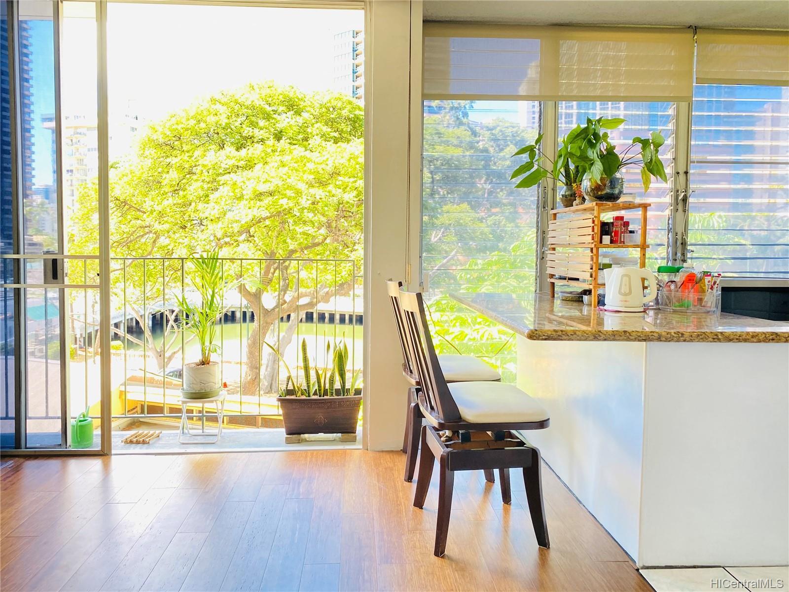 Ala Wai Manor condo # 306, Honolulu, Hawaii - photo 8 of 12