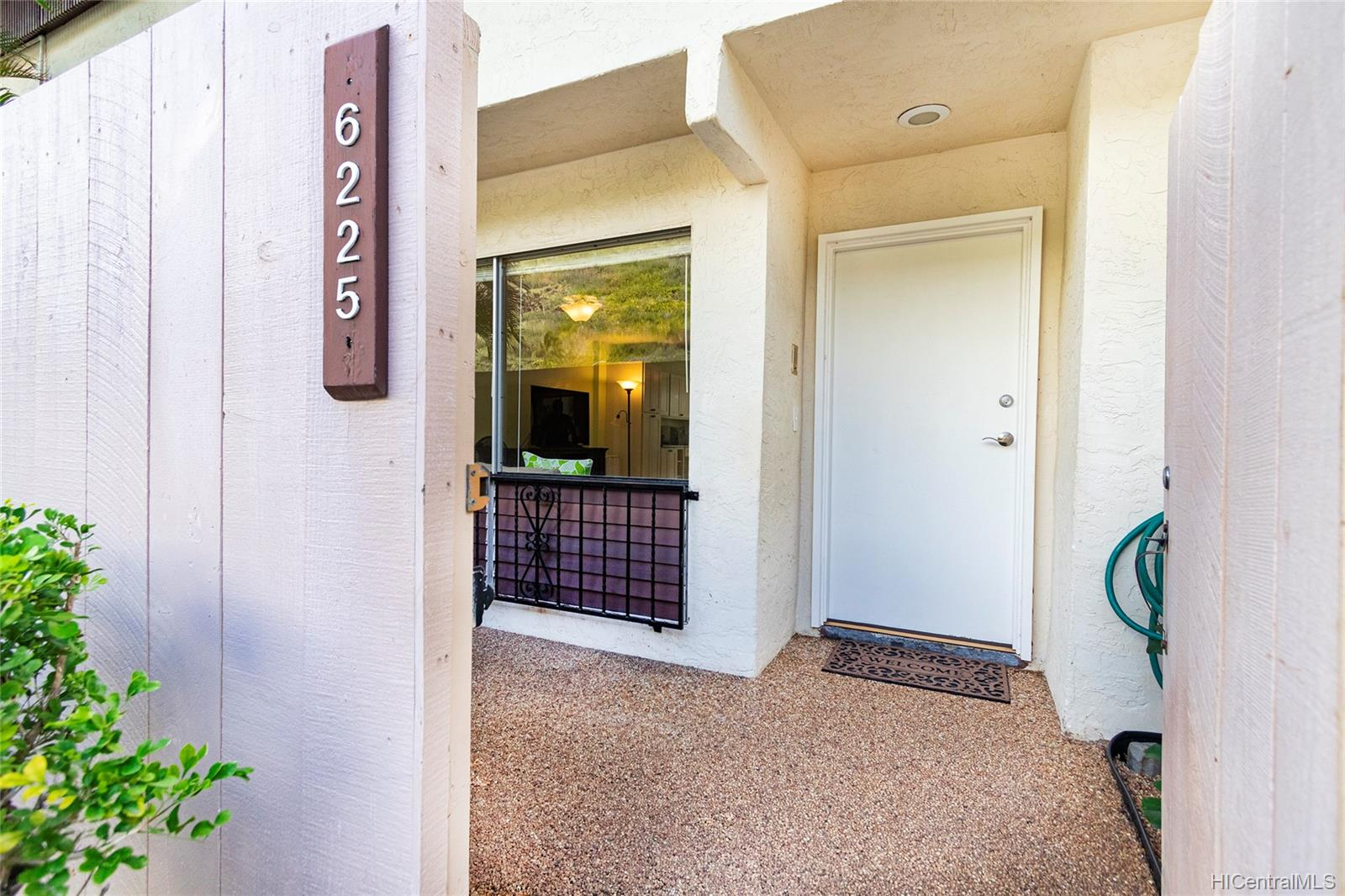 6225 Kawaihae Place townhouse # C101, Honolulu, Hawaii - photo 2 of 25