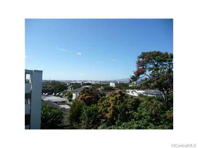 Kunawai Terrace condo # C/614, Honolulu, Hawaii - photo 4 of 10
