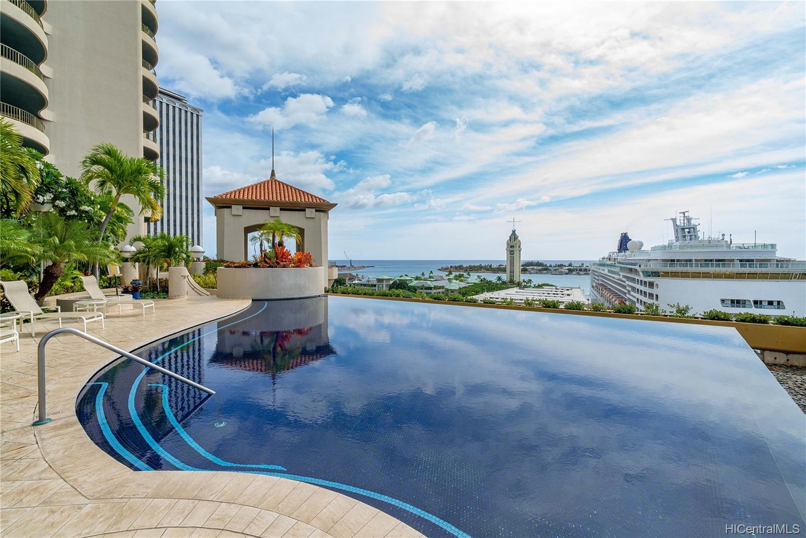 Harbor Court condo # 1705, Honolulu, Hawaii - photo 18 of 23