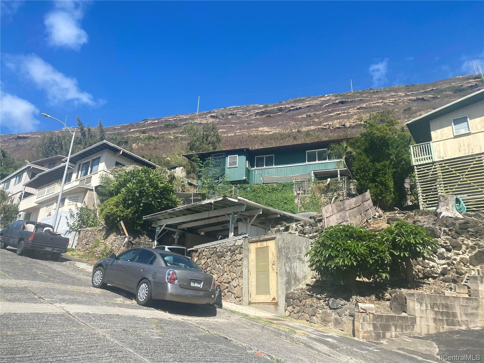 664  Aipuni Street Aina Haina Area, Diamond Head home - photo 1 of 9