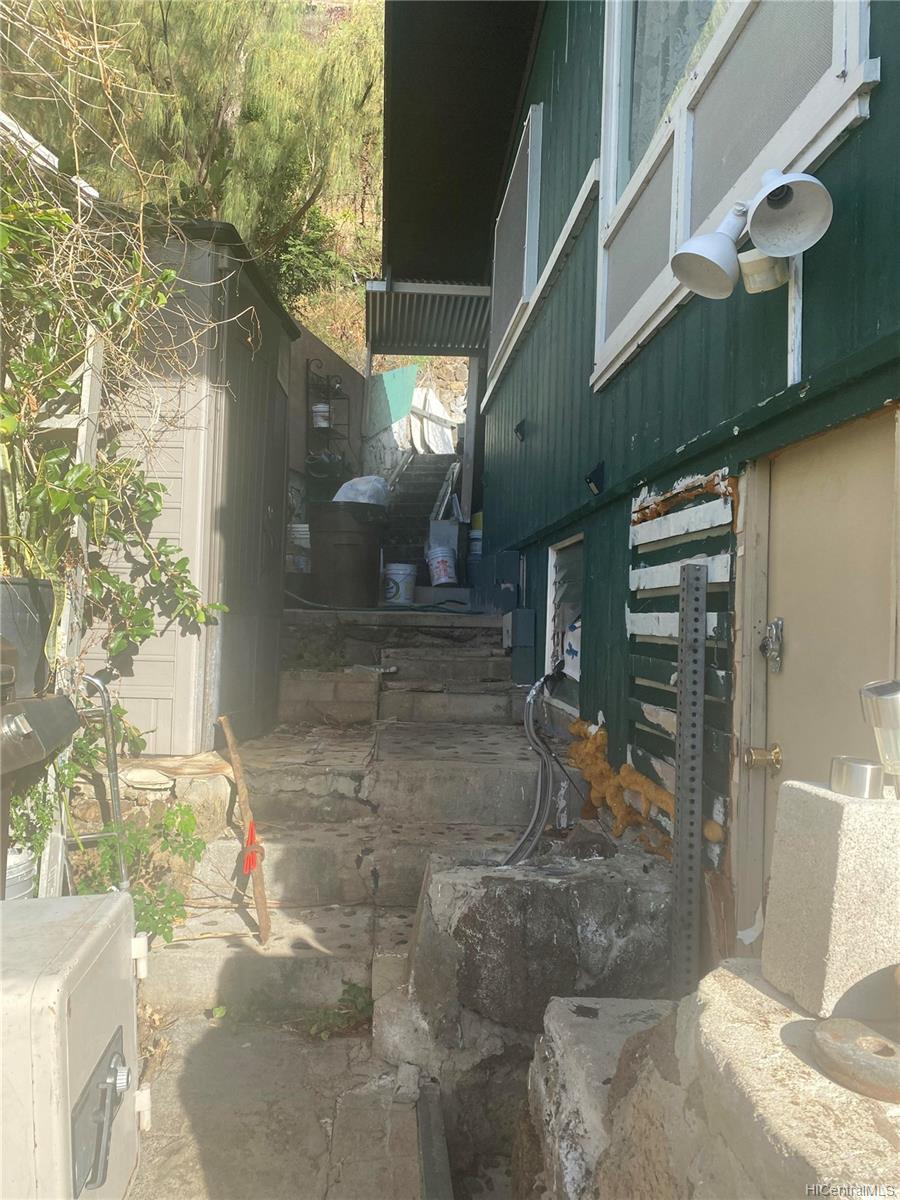 664  Aipuni Street Aina Haina Area, Diamond Head home - photo 8 of 9
