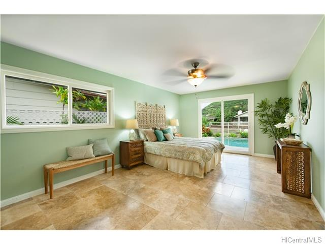 670  Kumukahi Pl Spinnaker Isle, Hawaii Kai home - photo 3 of 14