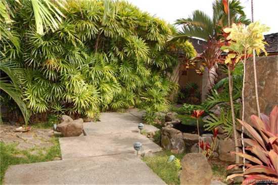683  Kumukahi Pl Spinnaker Isle, Hawaii Kai home - photo 9 of 10