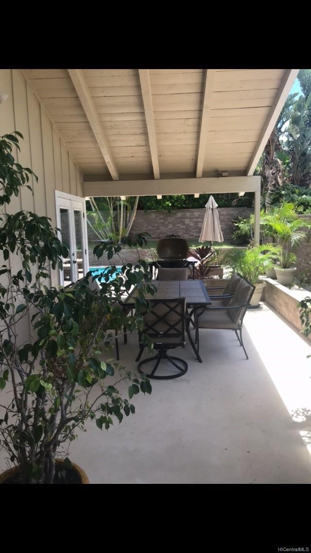 687  Kalanipuu Street Mariners Cove, Hawaii Kai home - photo 3 of 11