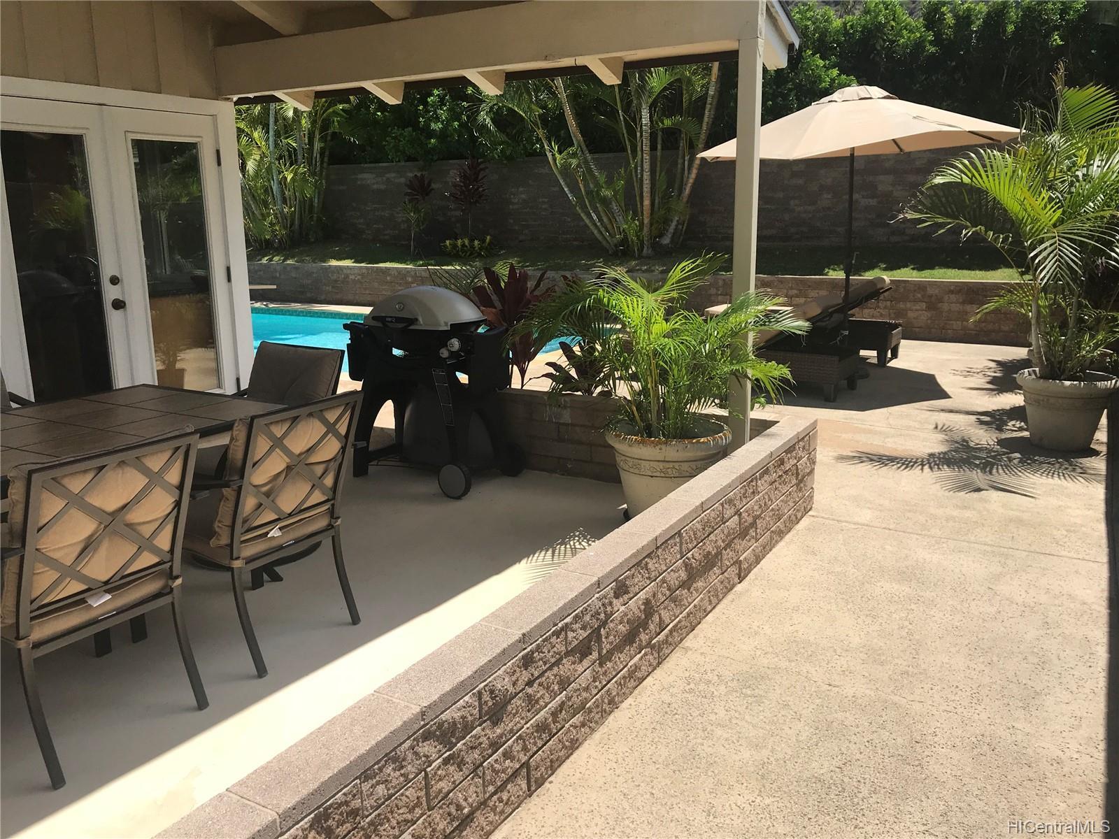 687  Kalanipuu Street Mariners Cove, Hawaii Kai home - photo 4 of 11