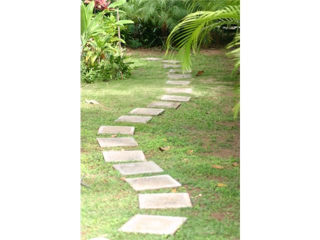 690  Kihapai St Coconut Grove, Kailua home - photo 6 of 7