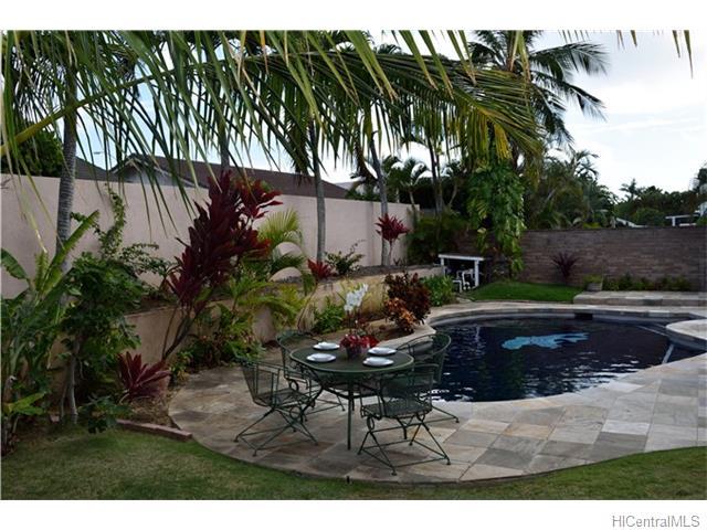 691  Kalanipuu St Mariners Cove, Hawaii Kai home - photo 19 of 23