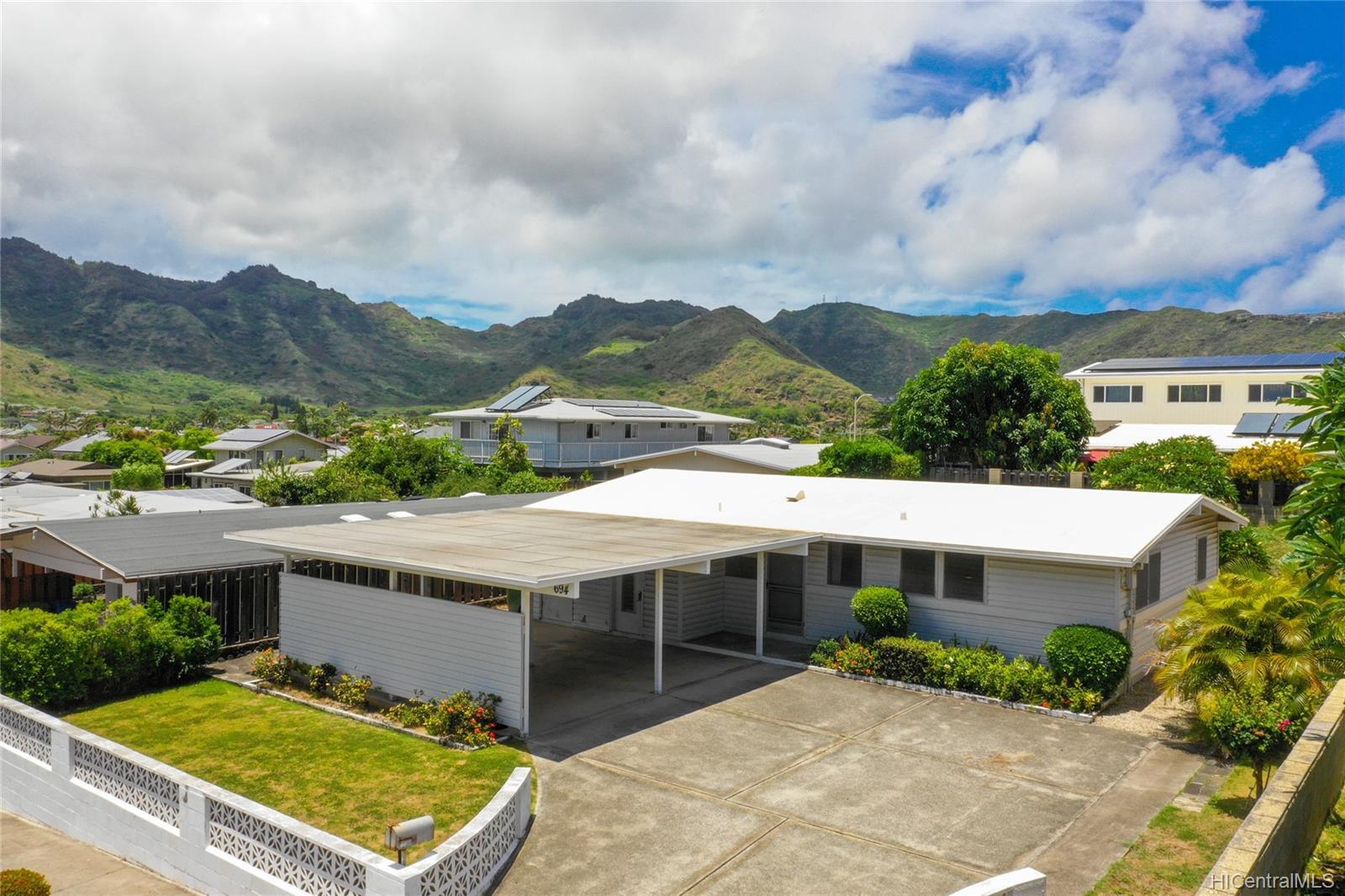 694  Kalalea Street Koko Head Terrace, Hawaii Kai home - photo 1 of 25
