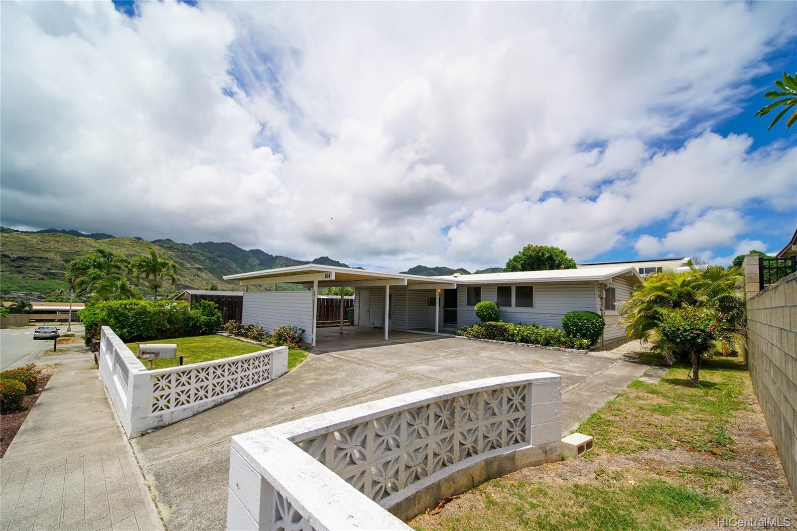 694  Kalalea Street Koko Head Terrace, Hawaii Kai home - photo 20 of 25