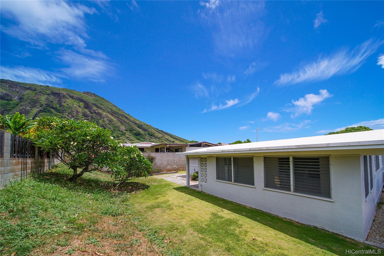 694  Kalalea Street Koko Head Terrace, Hawaii Kai home - photo 22 of 25