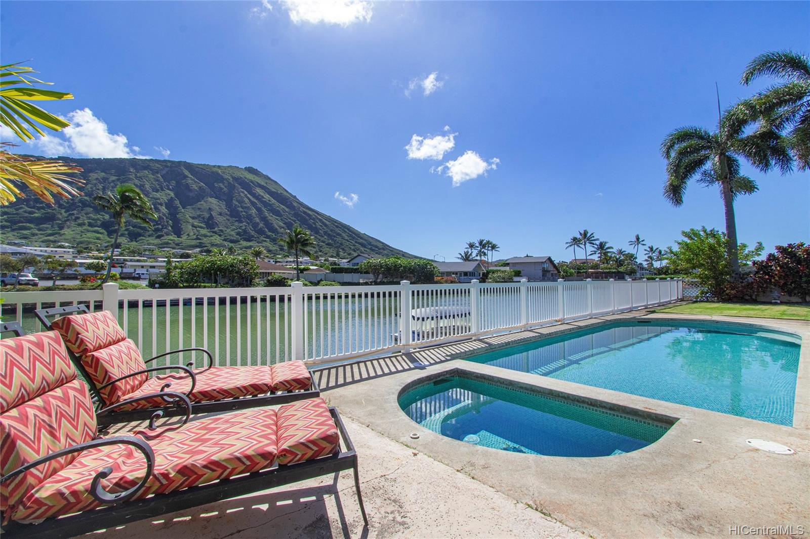 7053  Niumalu Loop Mariners Cove, Hawaii Kai home - photo 1 of 24